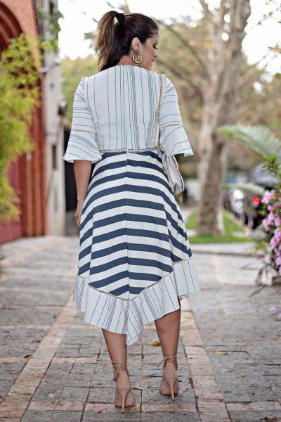 Vestido em linho listrado com barra assimétrica