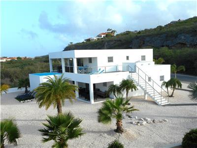 Spacious 4 bedroom villa with private pool and sea views