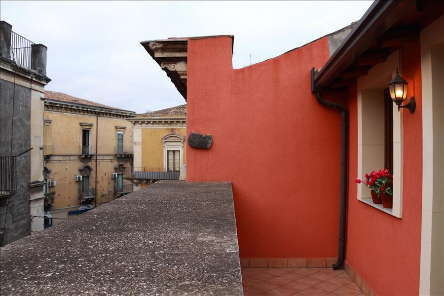 Appartement de vacances Cozy 1bdr apt w/terrace (1920140), Catania, Catania, Sicile, Italie, image 14