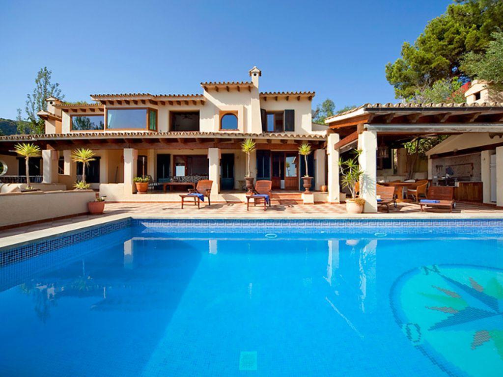 Feriendomizile villa and apartment rentals in palma for Mallorca villa mieten