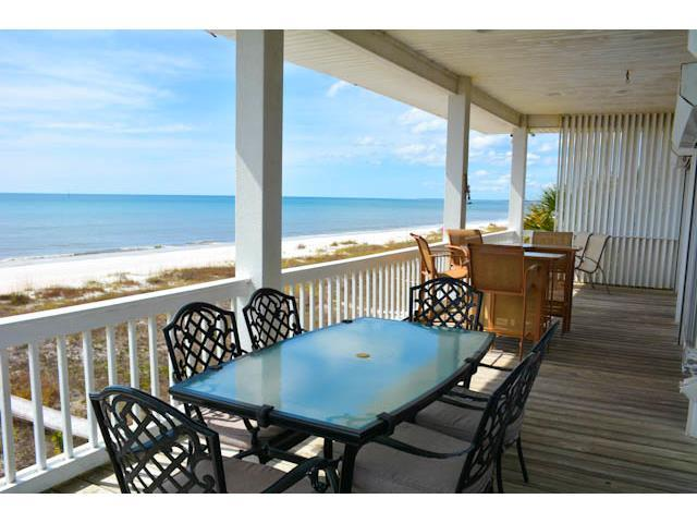 Seahorse Retreat- gulf front, fenced yard, great views!