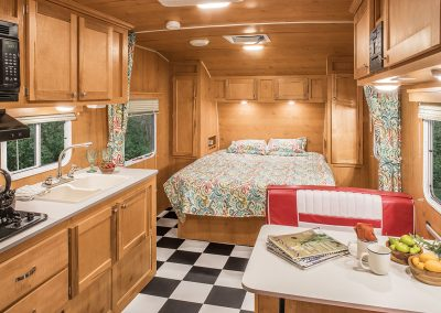2017-Riverside-RV-Retro-189R-Dinette