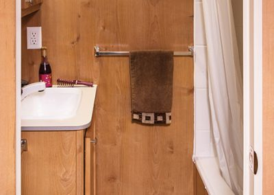 2018-Riverside-RV-Retro-190BH-Travel-Trailer-Bathroom