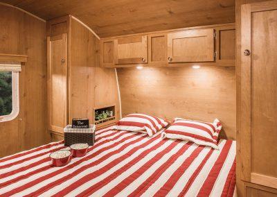 2017-Riverside-RV-Retro-265RB-Bedroom
