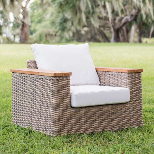 atlanta arm chair uv plastic resin + natural teak