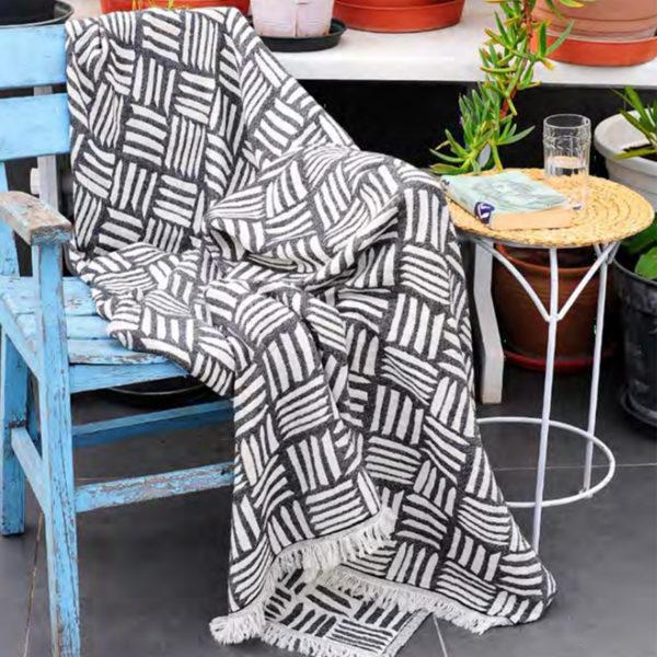 Ani blanket black