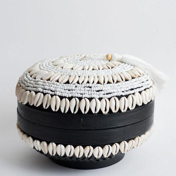 Large-bamboo-basket-with-shells-5