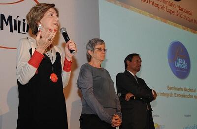 Maria Alice Setúbal, do Cenpec. Maria de Salete Silva, do   Unicef, e Antonio Jacinto Matias, da Fundação Itaú Social,   durante abertura do seminário que lançou a 10ª Edição do   Prêmio Itaú-Unicef