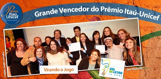 Equipe da Fundação Gol de Letra durante a Cerimônia de  Premiação Nacional. Seu projeto, Virando o Jogo, foi o  grande Vencedor da 10ª Edição do Prêmio