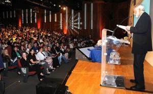 Celso Favaretto durante Seminário Nacional de Educação Integral,  que deu início às atividades de formação do Prêmio em 2012