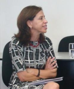 Lúcia Couto: A pergunta que devemos fazer  é esta: os estudantes necessitam de mais  tempo para quê? Eles não precisam de mais  tempo apenas para satisfazer necessidades  cognitivas e intelectuais, mas também para  discutir temas relacionados à ética, às artes  e a outros assuntos pertinentes à  compreensão da sociedade contemporânea;  portanto é preciso ampliar o tempo e o  conceito atual sobre a educação brasileira