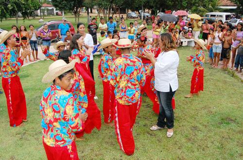 Crianças e adolescentes durante uma atividade em Abaetetuba (PA). Foto: José Maria Fernandes Nogueira