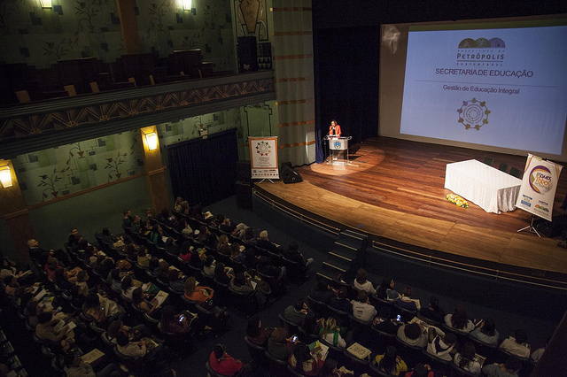 Abertura do congresso no Theatro D. Pedro, Centro histórico de Petrópolis (RJ), que recebeu um público de cerca de 400 pessoas. Fotos: Pedro Abreu e João Marinho.