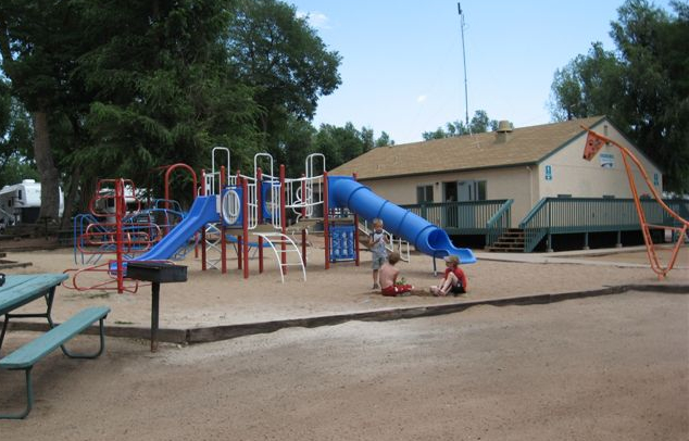 Mb2269 2 playground area