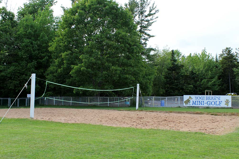 Mb1817 3 volleyballcourt