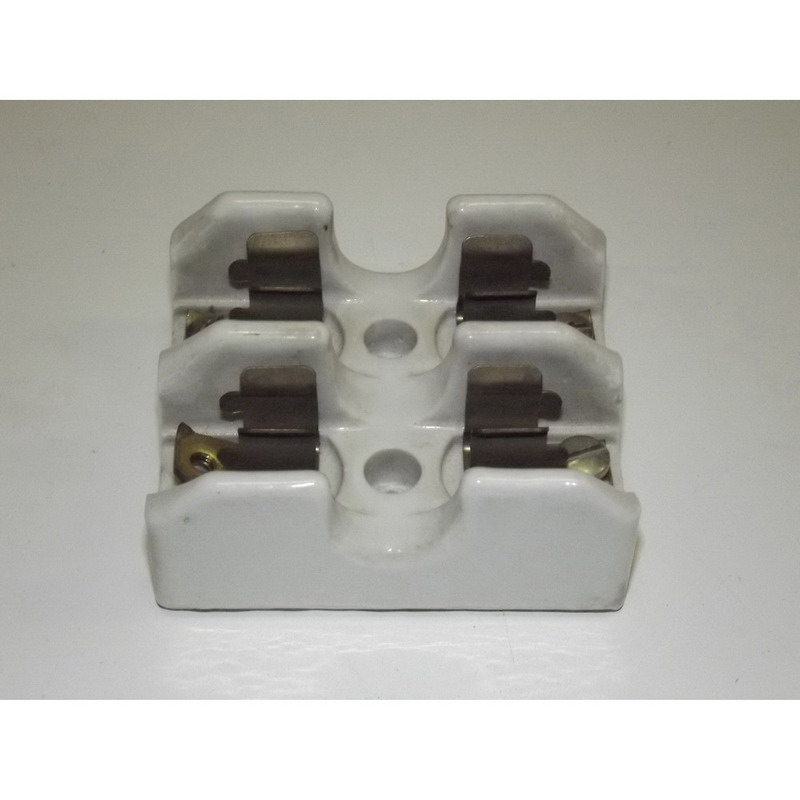 Bussmann 2604 Fuse Block; 0 - 30 Amp, 250 Volt