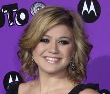 Kelly Clarkson Bio Photo