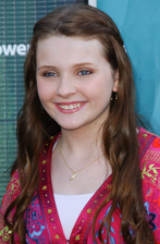 Abigail Breslin Bio Photo