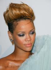 Rihanna Bio Photo