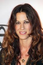 Alanis Morissette Bio Photo