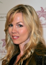 Jennie Garth Bio Photo