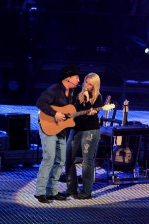 Garth Brooks & Trisha Yearwood - Flood Concert