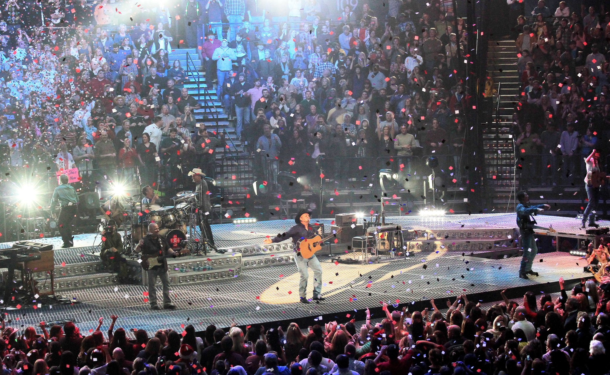 Garth Brooks - Flood Concert