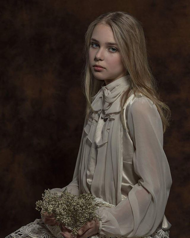 zoomnl workshop voque ragazza portraitphotography photo meisje girl flower fineart fine fille childcompetition canon6d canon cameranu_nl belisimo beauty art🎨