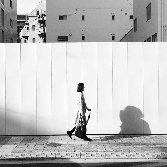 日本 広島 写真好き 何 women what streetphotography smartphonephotography silence seeking searching pictureoftheday photography monocrome lightandshadow japanphotography japan hiroshima blackandwhitephotography