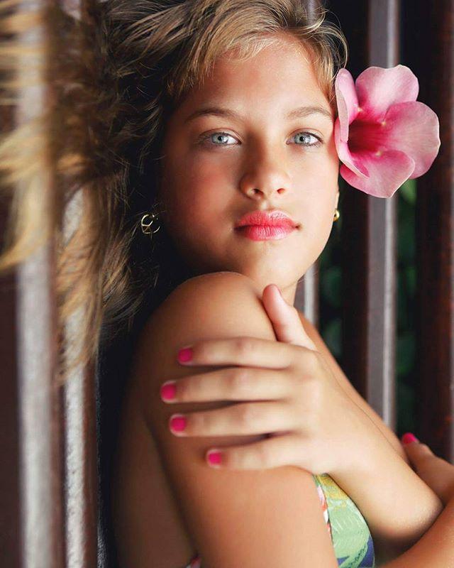beleza baixadasantista canonlovers fotografotarragona photographer likeforfollowers flower like4like canon fotodeldia brasil shooting anagotz santos eyes beauty