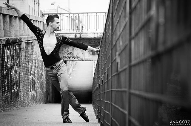 streetphotography street shooting portrait picoftheday milano italia dance canonoficial blackandwhite anagotz