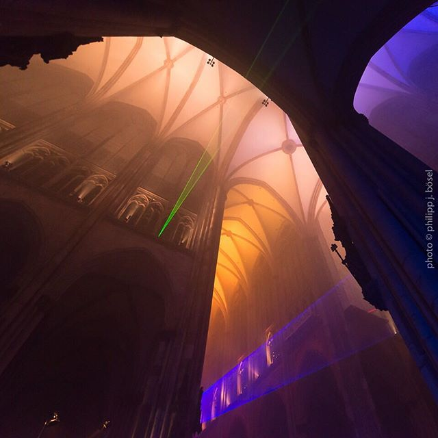 blankandjones nrw church colognecathedral shadow laser shadows kölner kölnerdom light licht gamescom silentmod schatten cathedral lasershow cologne