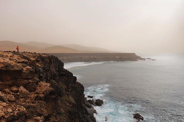 fuerteventura majesticview puertitodelosmolinos volcanicrock cliffs outsideisfree