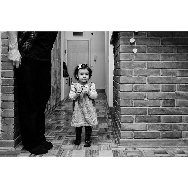 father play fotograf littlegirl photo blackandwhite childhood girl portrait family