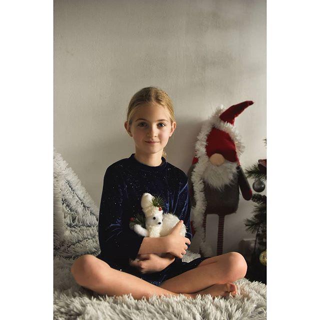 ig_children ig_portrait fotograf toy santaclaus rabbit adorable cute girl portrait photo newyear