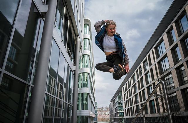 0711 bboy bgirl breaking chagga dance financialdistrict happygirl jumpinggirl smiling stuttgart wieisstdudeinebanane