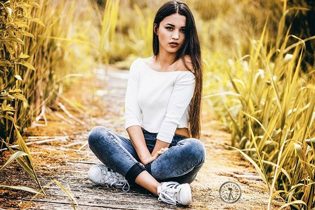 cloudy lights body sun photoshop perfect girl fotograf hannover model like4like slim beauty fotografie photographer colors jeans photography fashion brunette woman jungle colorful spring availablelight portrait perfectbody sunset outdoor