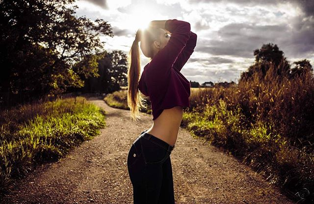 sunshine sunrise summer slim photography photographer perfectbody perfect outdoor model longhair hannover fotografie dusk cute contrast colors colorful brunette body blonde beauty availablelight