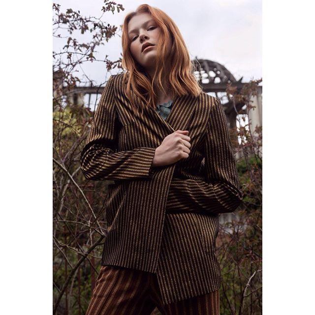 secretgarden chic location fashioneditorial fashionlover london forest fashion model fashionphotography fashionshoot photography monument magazine