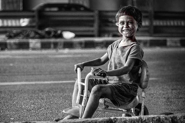 thoughtsbehindthecamera street streephotography smile rich premhessenkamp poverty indiaphotoproject india_ig india documentary children blackandwhitephotography