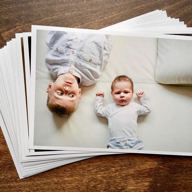 papierliebe natürlichefotografie lifestyle geschwisterliebe fotografin fotoaufpapier fotoabzüge familienfotografie bilderzumanfassen babyfotografie anneservosfotografie