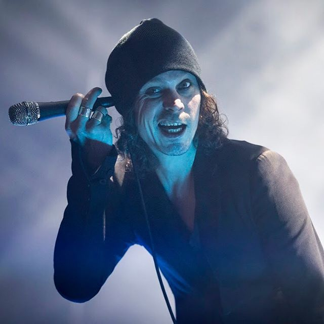 villevalo lovemetal him heartagram concertphotography