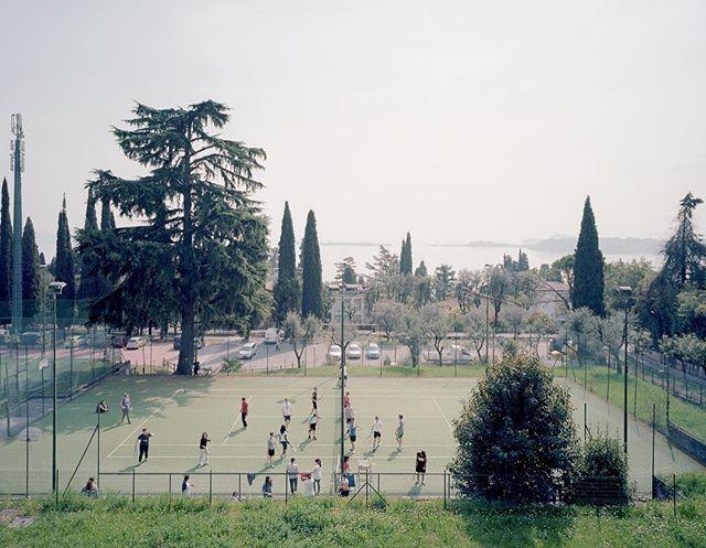italia tennis sun fuori primavera sole sport sonne see draussen panorama italien frühling italy lago