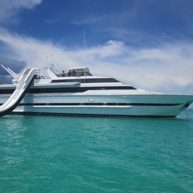 Illusions Luxury Yacht Charter from the Bahamas for 8