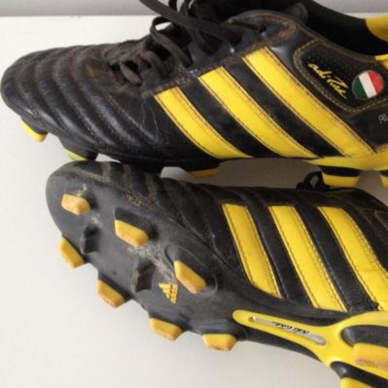 Match worn boots in Inter-Juventus - with COA written and signed by Del Piero