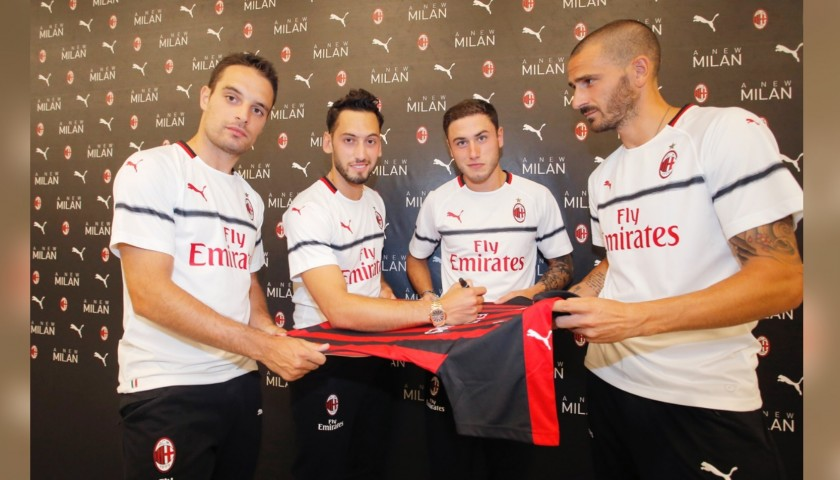 Official AC Milan Puma shirt signed by the players season 2018/19