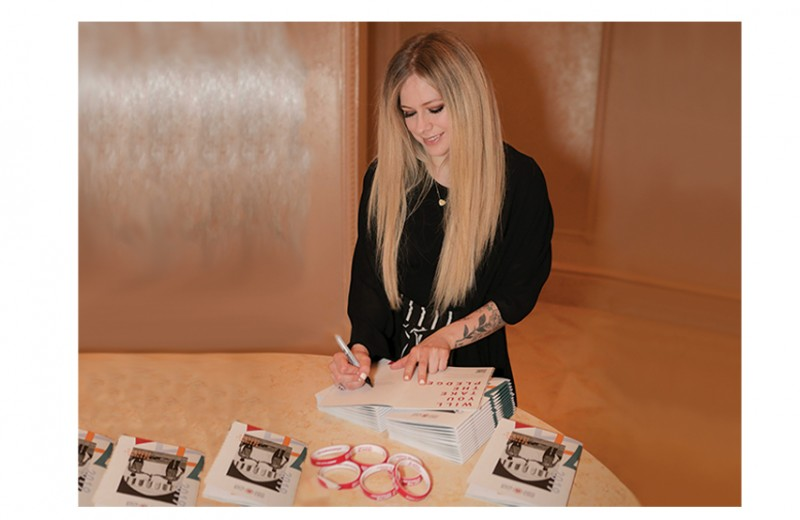 Avril Signed Special Olympics Opening Ceremony Pack