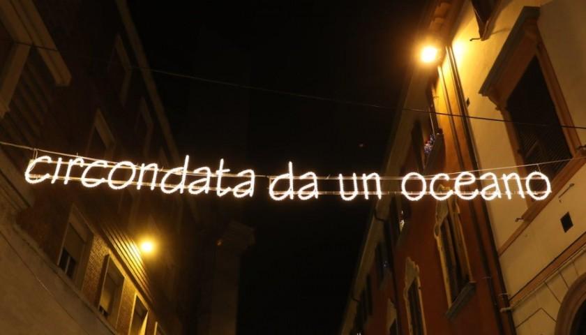 """""""Circondata da un oceano""""  - Streetlight by Ayrton Senna"""