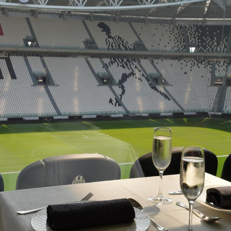 2 seats at Hublot SkyBox for Juventus-Torino