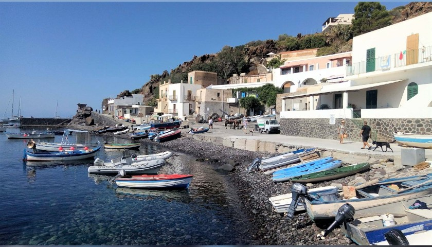 A Week Sailing round the Aeolian Islands for 4